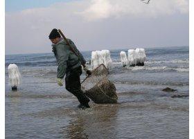 Poławiacze bursztynu, fot. Archiwum LOT Ustka i Ziemia Słupska